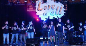 """Le groupe """"Sing Life"""" chante pour le projet AESI 2016"""